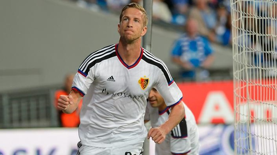 epa04865505 Marc Janko of FC Basel celebrates after scoring the 2-0 goal  during the UEFA Champions League third qualifying round first leg soccer match between Lech Poznan and FC Basel in Poznan, Poland, 29 July 2015.  EPA/Jakub Kaczmarczyk POLAND OUT