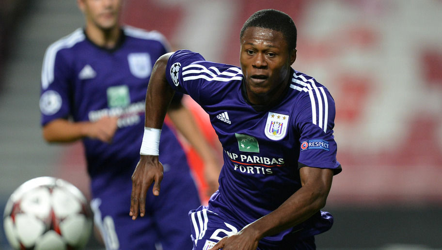 LISBON, PORTUGAL - SEPTEMBER 17:  Chancel Mbemba of RSC Anderlecht in action during the UEFA Champions League group stage match between SL Benfica and RSC Anderlecht held on September 17, 2013 at the Estadio do Sport Lisboa e Benfica, in Lisbon, Portugal. (Photo by Henriques Da Cunha/EuroFootball/Getty Images)